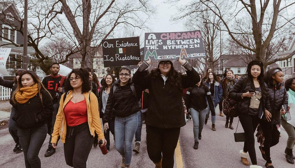 Students demonstrate for immigrant rights