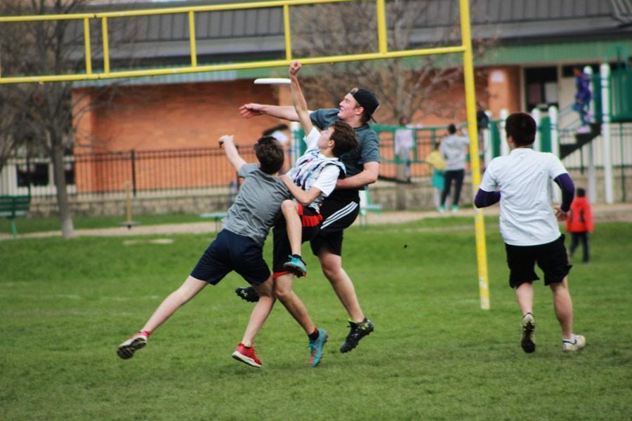 Ultimate+Frisbee+team+begins+a+great+season