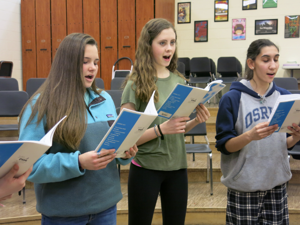 A capella students rehearse for their performance this Sunday