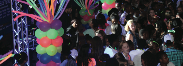 Students dance at Homecoming 2015.