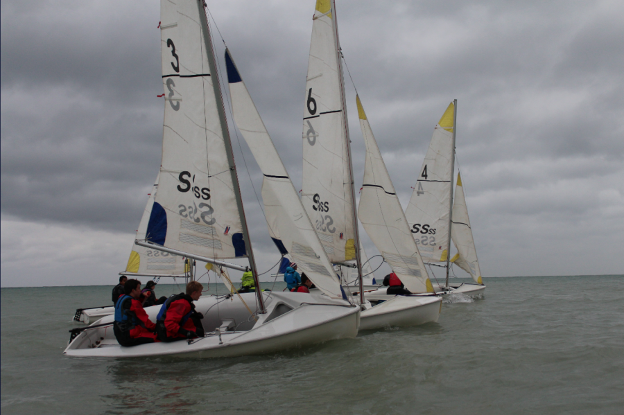 ETHS sailing club hits Lake Michigan to practice in the brutal conditions. Photo by Sophie Levine.