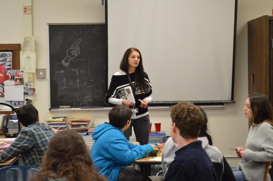 Hebrew+teacher+Anna+Raiber+addresses+the+class.