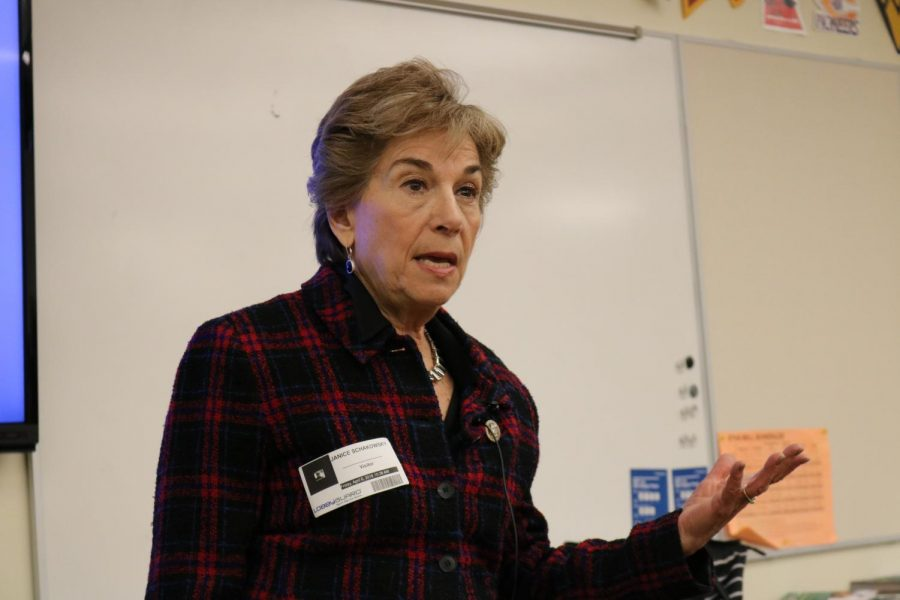 Jan+Schakowsky+speaks+in+the+Hub+on+Friday%2C+April+6.