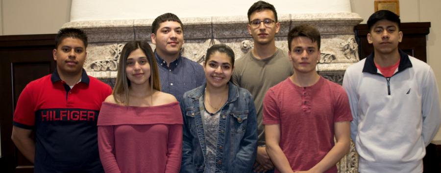 a a derecha: Saul Vega, Jessica Rodríguez, Daniel Palacios, Salma Martínez, Margarito García, Fredi García, Johnny Trujillo