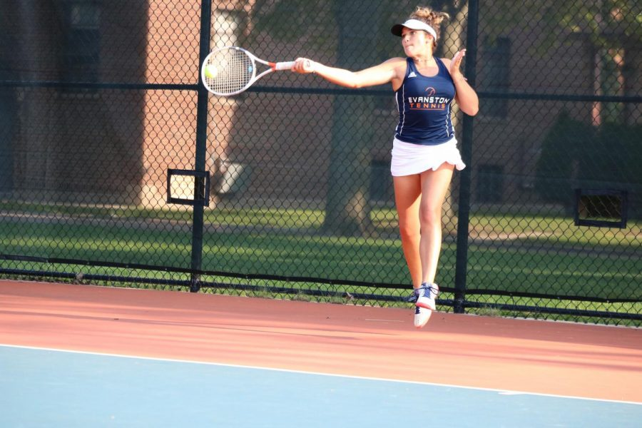 Freshman+Julia+Demopoulos+hits+her+forehand.