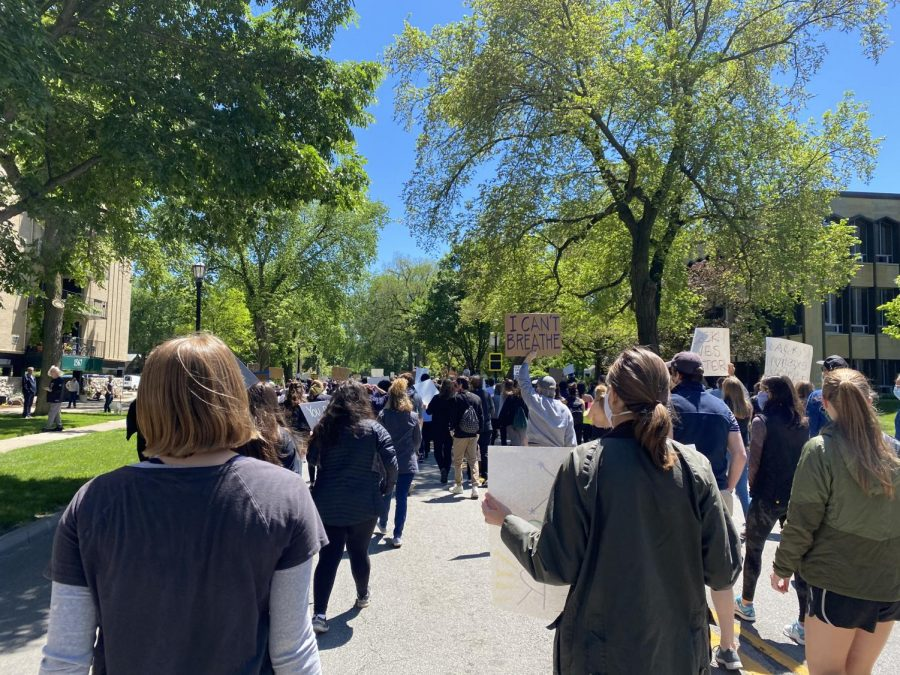 Evanstonians march on May 31. Photo by Kaila Holland.