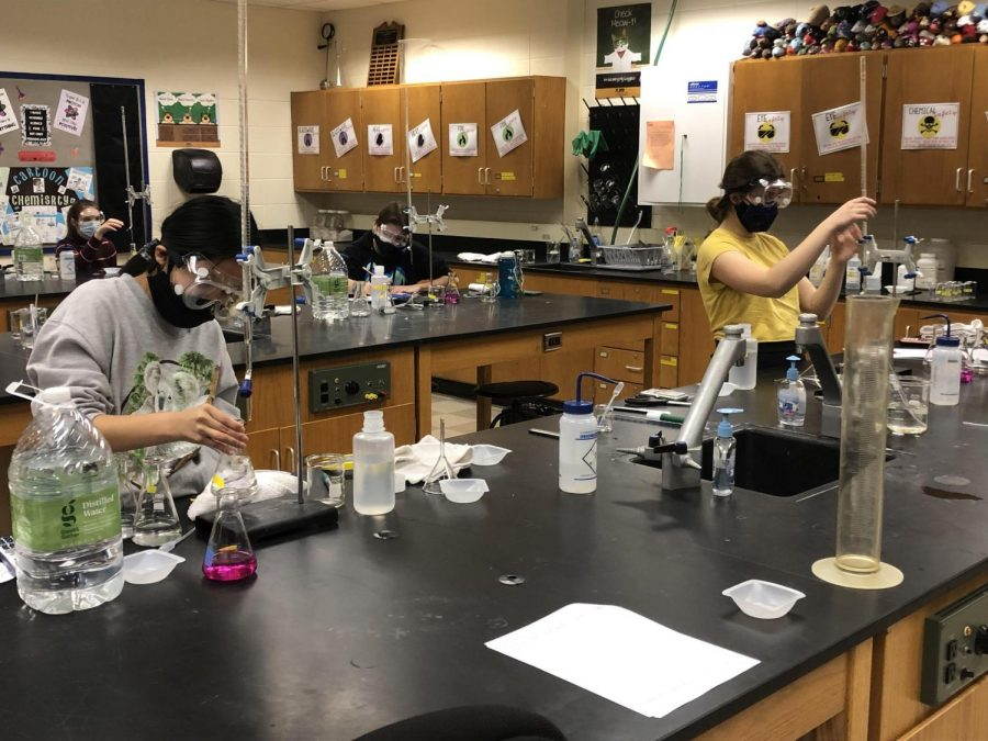 Students participate in a titration lab. Photo courtesy of Tina Lulla